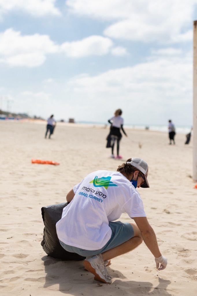 עיריית בת-ים בקריאה לתושבי העיר לסייע בניקיון החופים מאסון הזפת שאירע לא מזמן
