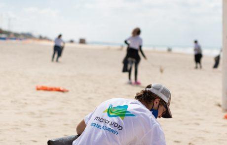 ממשיכים לנקות את החופים: עיריית בת-ים בשיתוף מאות מתנדבים נרתמו לצורך פינוי הזפת